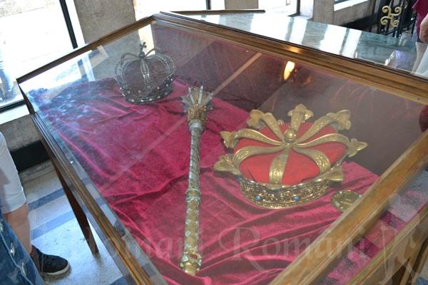 coroanele si sceptrul regal