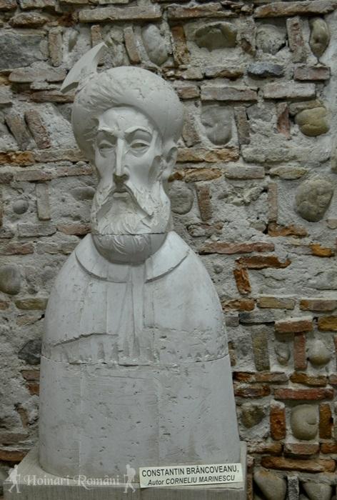 Constantin Brâncoveanu-sculptura din muzeu-hoinariromani
