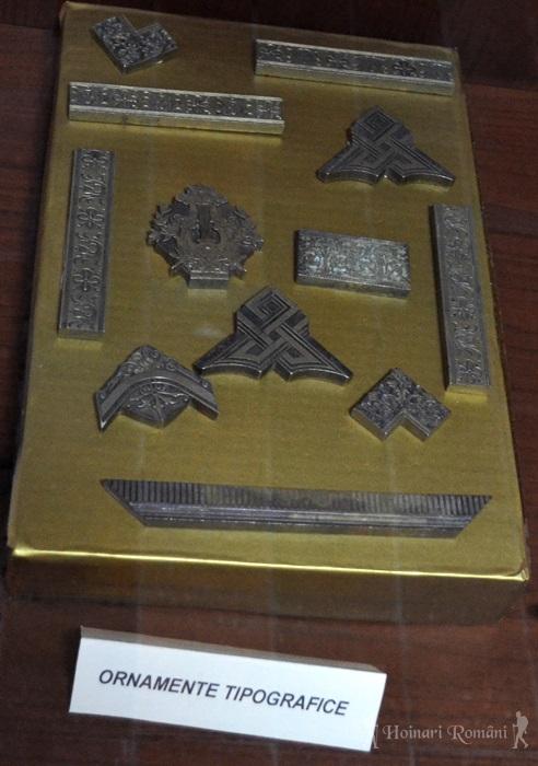 Ornamente tipografice -hoinariromani