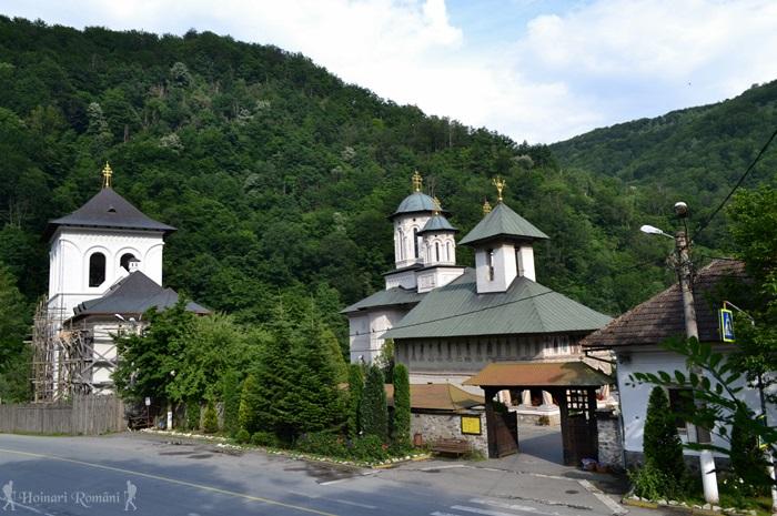 15 manastirea lainici -hoinariromani