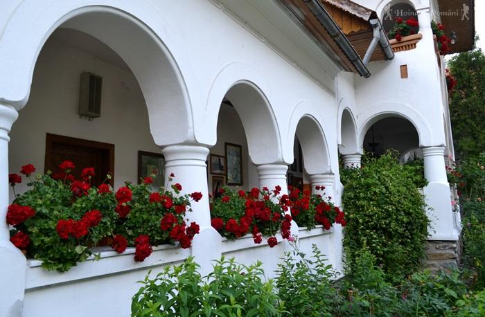 7 manastirea lainici -hoinariromani