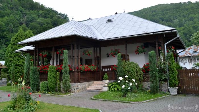 8 manastirea lainici -hoinariromani