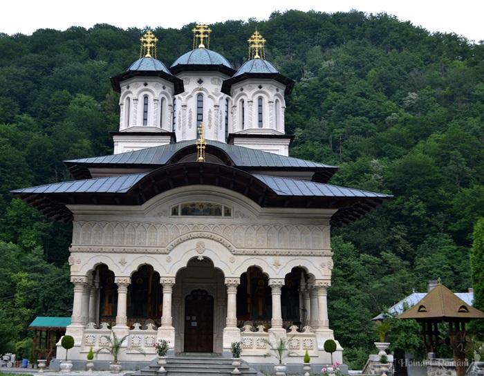 9 manastirea lainici -hoinariromani
