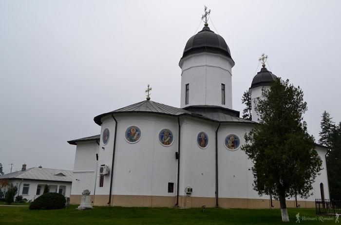 5 manastirea tiganesti-hoinariromani