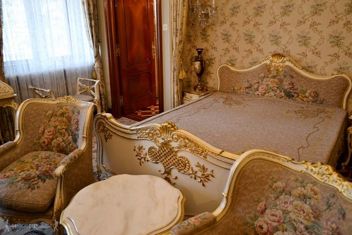 11 palatul primaverii hoinariromani