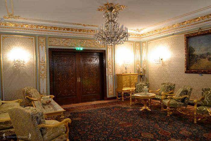 12 palatul primaverii hoinariromani