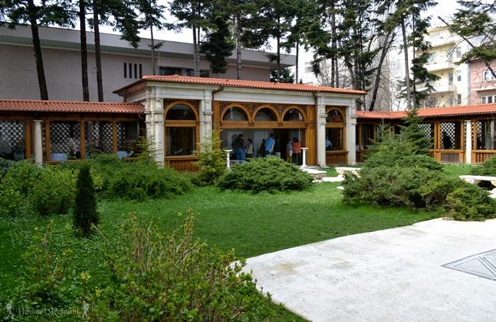 19 palatul primaverii hoinariromani