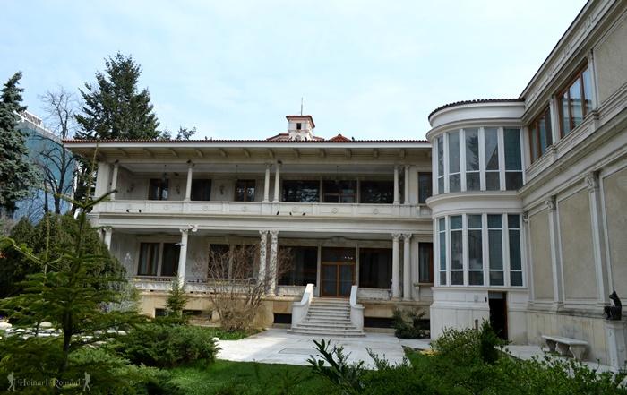 20 palatul primaverii hoinariromani