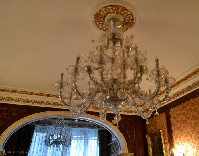 3 palatul primaverii hoinariromani