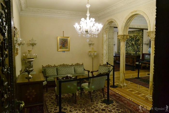 6 palatul primaverii hoinariromani