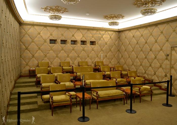 8 palatul primaverii hoinariromani