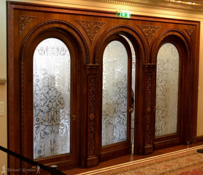 9 palatul primaverii hoinariromani