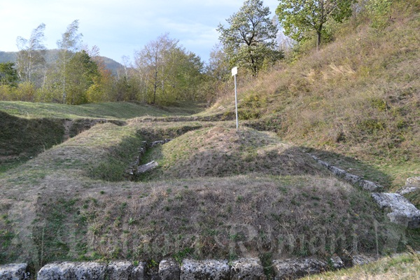zidul ce inconjoara cetatea si valul de pamant